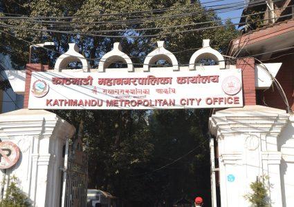 काठमाडौं महानगरको हचुवा निर्णय, नेपाल भाषाको अध्ययन अनिवार्यको चौतर्फी आलोचना