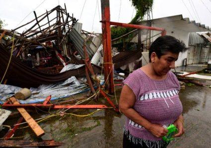 मेक्सिकोमा ग्रेस आँधीबाट कम्तीमा ८ जनाको मृत्यु, भीषण वर्षाले जनजीवन…