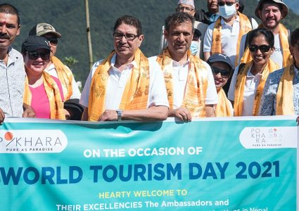 पर्यटकीय क्षेत्र पोखरा पुगेर ११ राजदूतले आह्वान गरे नेपाल भ्रमण